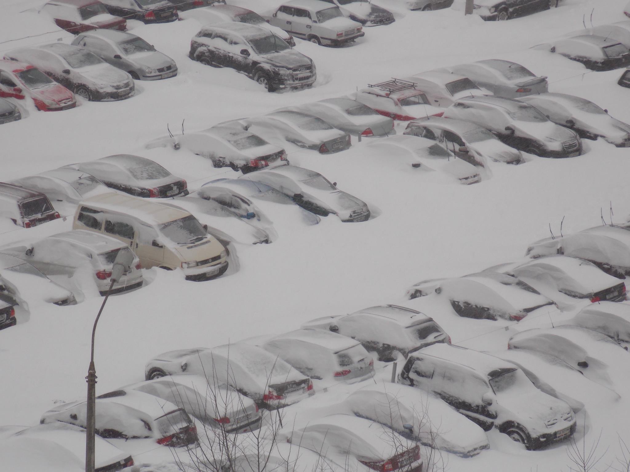 Прибирання снігу вручну Київ